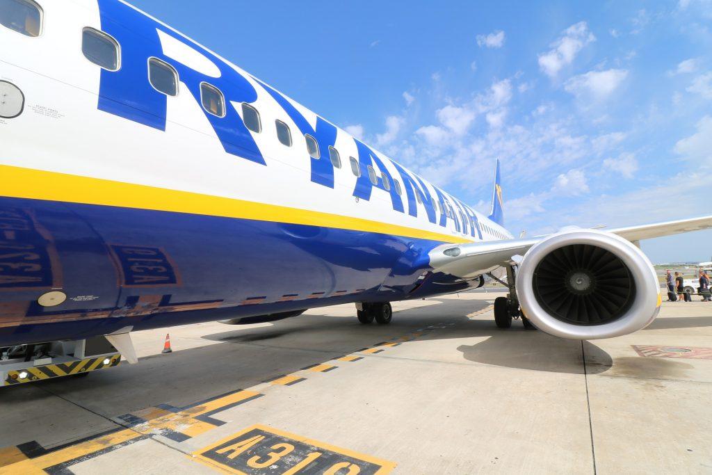 איך מוצאים טיסות זולות ראיינאייר