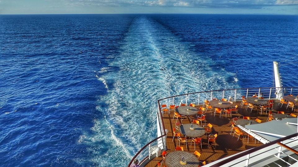 שיט לקריביים השלווה ושובל המים